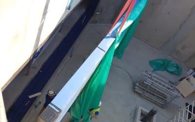 Installation de la vitre du bac aux requins
